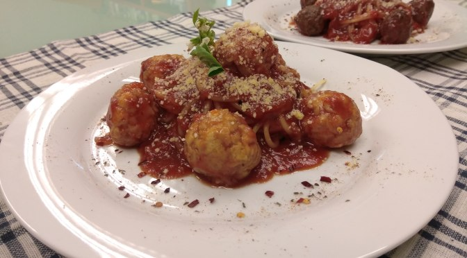 Tomato spaghetti with Chicken Meatball