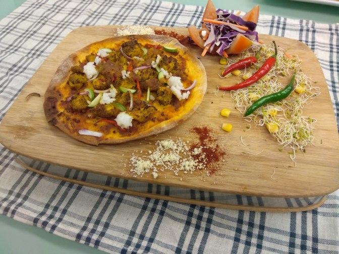 Satay Ayam pizza